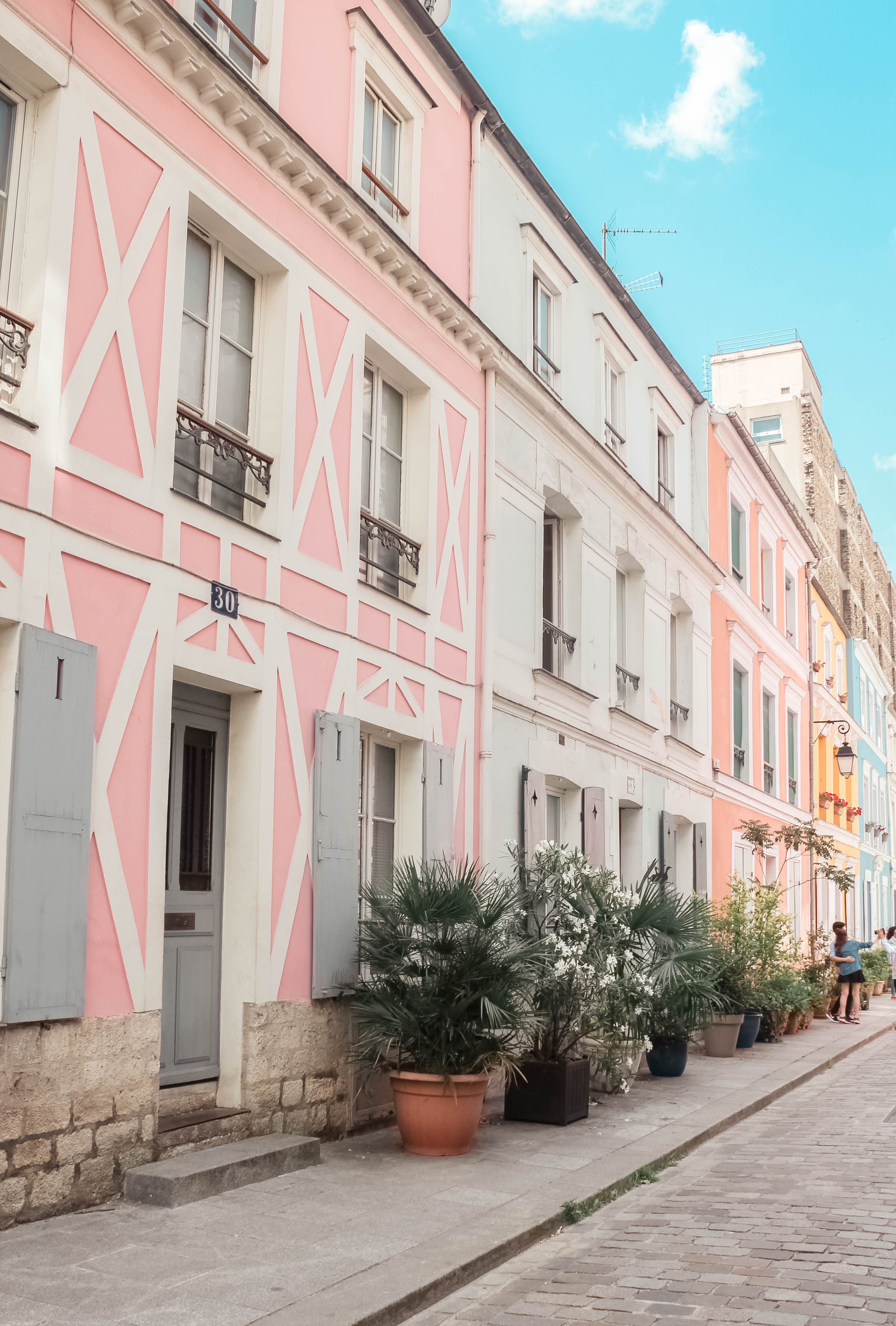 RAINBOW ROW PARIS : RUE CREMIEUX | the belle abroad